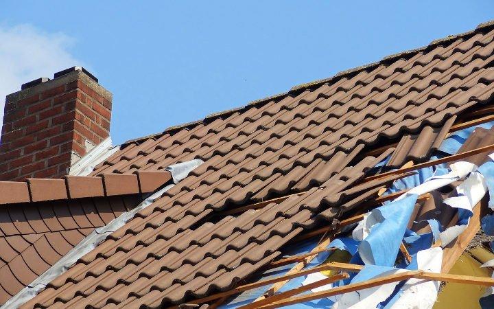 toit âbimé après une tempête