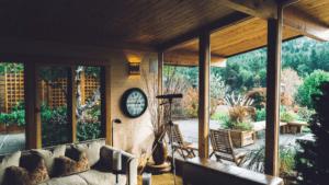 Trois bonnes raisons d'installer un sas d'entrée chez soi