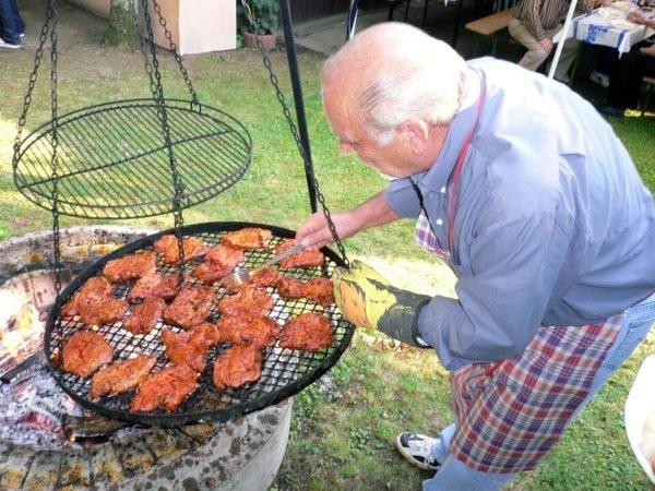 Construire un barbecue dans son jardin